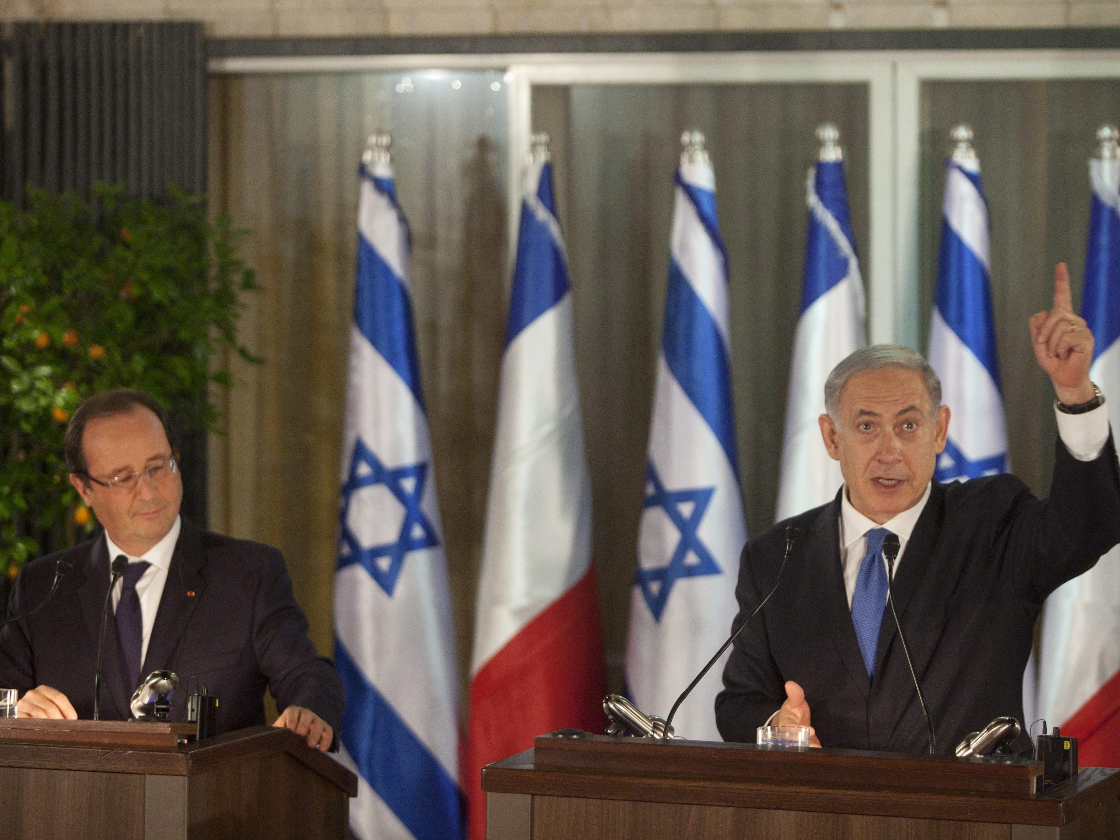 Israels Premier Netanyahu, hier beim Staatsbesuch des französischen Präsidenten Hollande, gibt ein Versprechen besonderer Art ab.