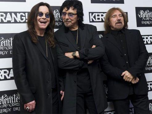 Black Sabbath melden sich lautstark zurück.