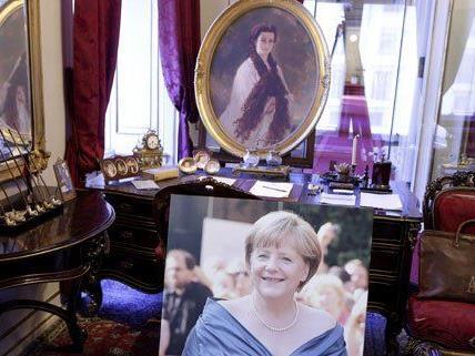 Merkel statt Sisi - Schmäh in der Wiener Hofburg.