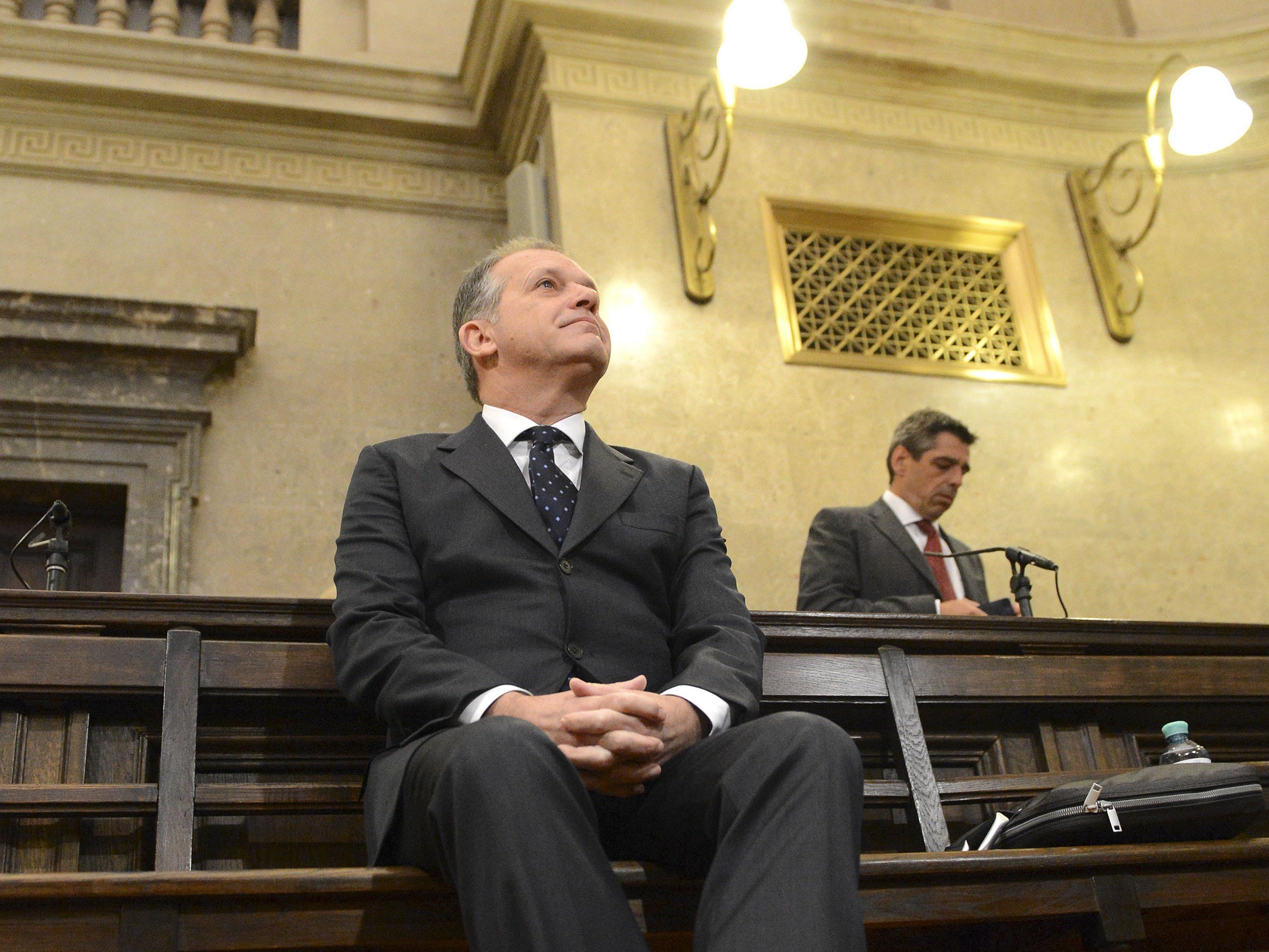 Causa Strasser: Urteil von Amts wegen aufgehoben.