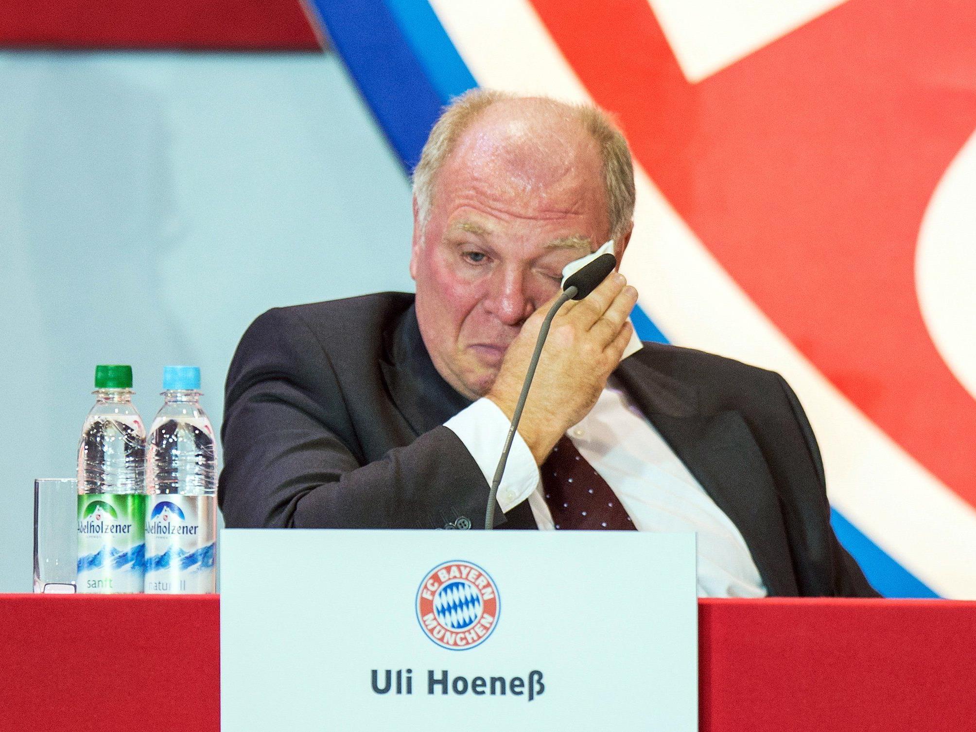 Uli Hoeneß war von den Worten und Jubelstürmen zu Tränen gerührt.