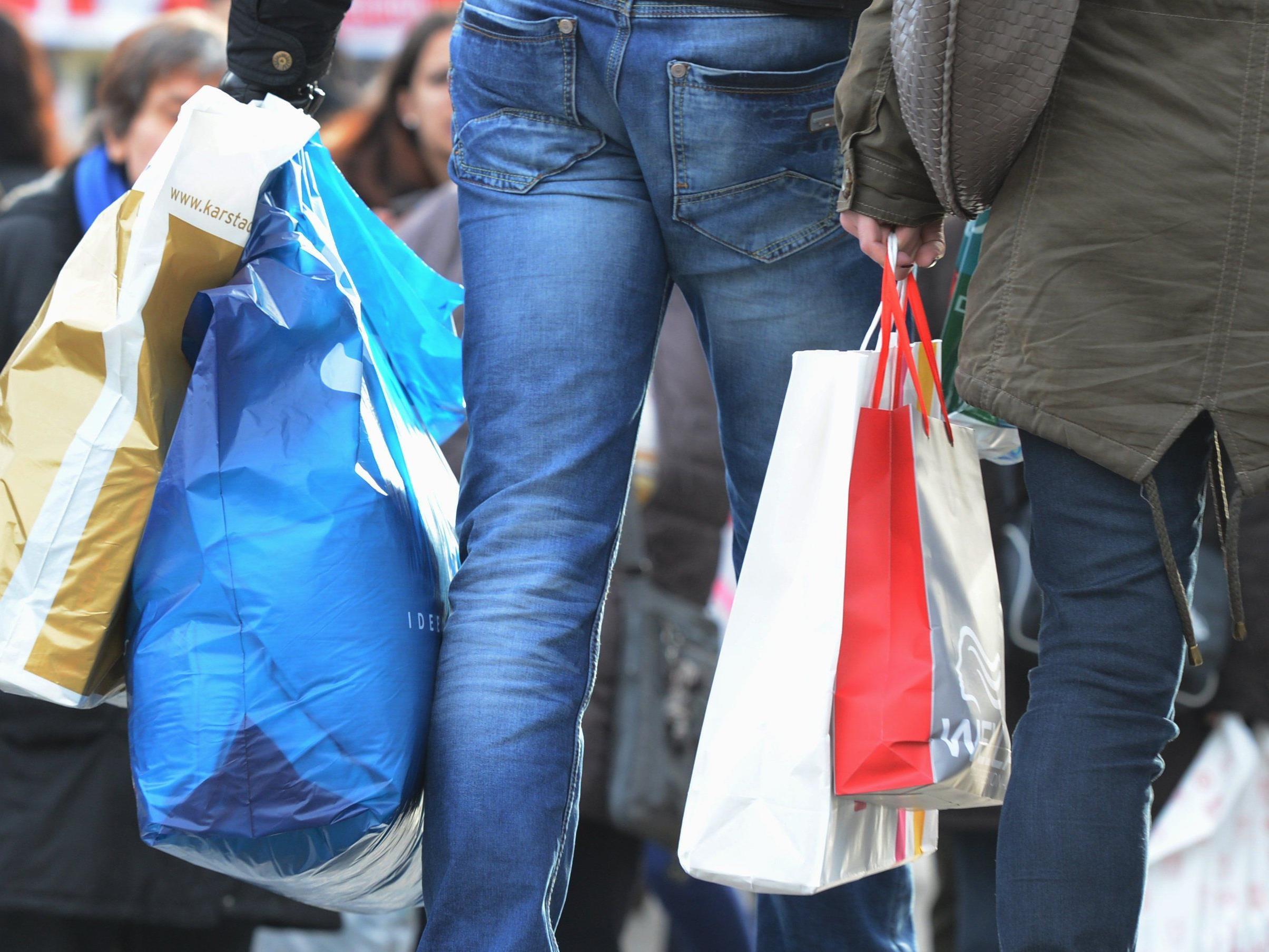 Kunden konnten am letzten richtigen Einkaufstag vor Weihnachten meist nicht mit Karte bezahlen.