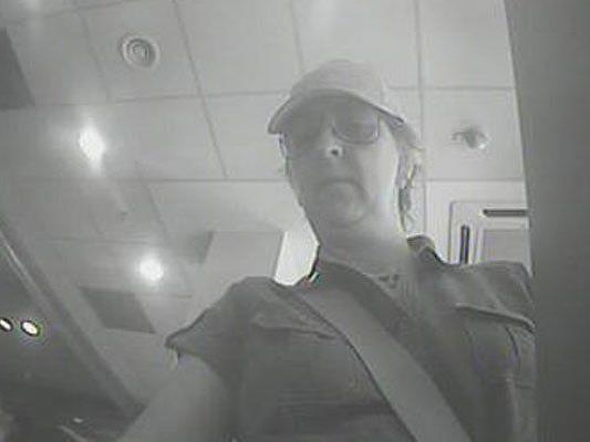 Diese Frau wird nach einem Diebstahl in einem Spital in Penzing gesucht