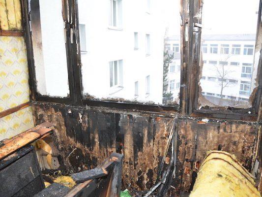 Verheerender Anblick der abgebrannten Loggia in Favoriten