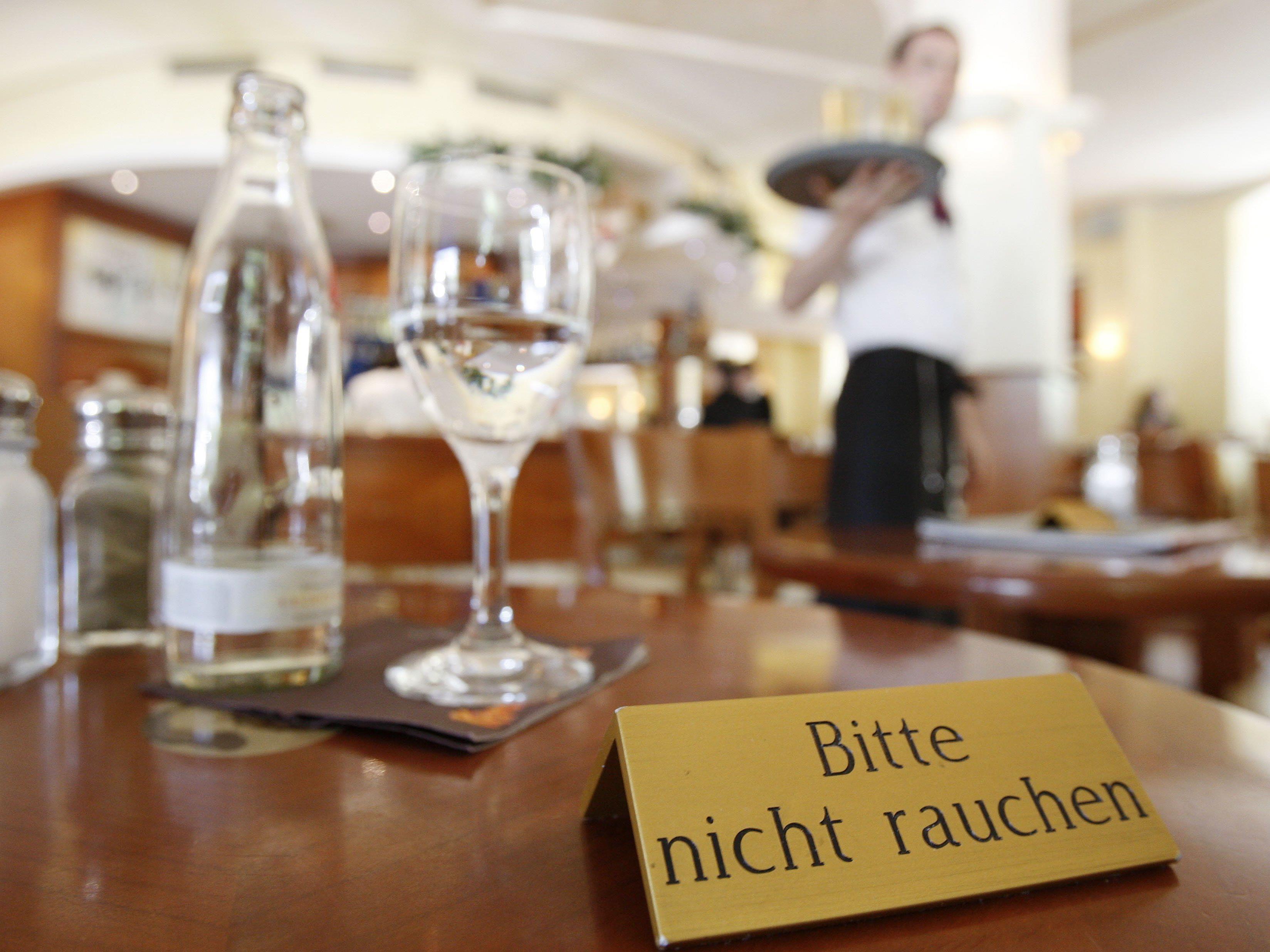 Mehrheit der Österreicher ist für generelles Rauchverbot in Lokalen