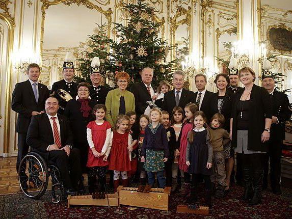 Kremser Delegation mit der Kindergruppe und dem Bläserquartett der Werkskapelle der Voest Alpine Krems