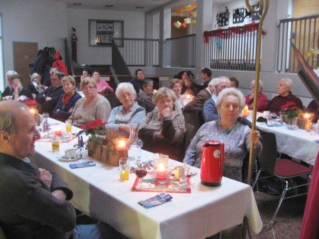 Senioren wurden vom Hl. Nikolaus überrascht