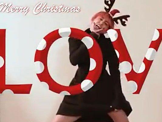 Miley Cyrus sendet ihren Fans ganz besondere Weihnachtsgrüße.