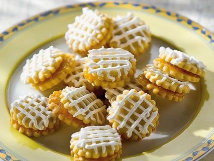 Wiener Kekse - schön verziert und mit Füllung.