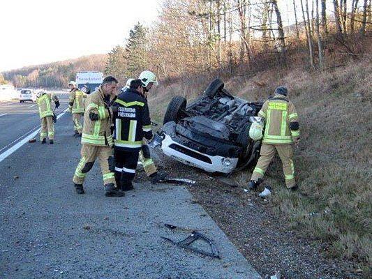 Das Unfallfahrzeug auf der A1