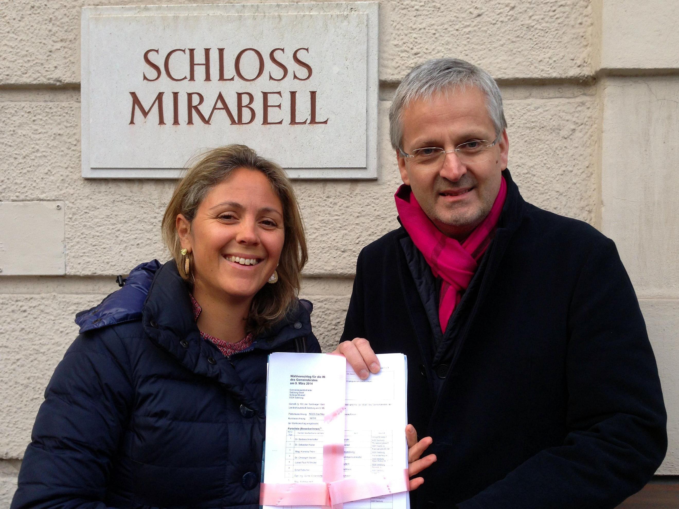 Barbara Unterkofler und Sebastian Huber vor der Wahlbehörde.