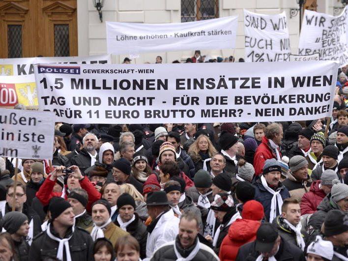 Tausende Beamte sind am Mittwoch in Wien auf die Straßen gegangen.