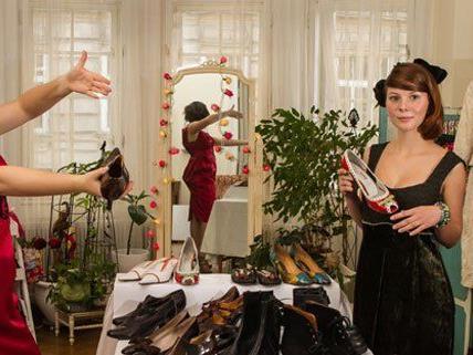 Heidi Holub präsentiert in ihrem Showroom Vintage-Mode im passenden Ambiente.