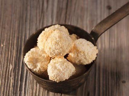 Egal ob mit Nüssen, Mandeln oder Schokolade - Makronen kommen bei Groß und Klein gleichermaßen an.