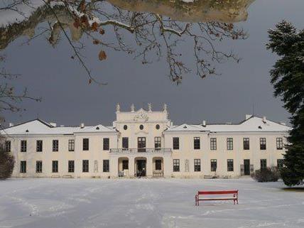 Am 6. Dezember lädt die Modeschule zum Weihnachtsbasar.