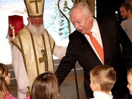 1.000 Kinder wollten den Nikolo und den Bürgermeister treffen.
