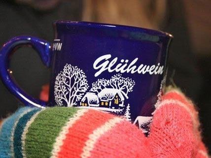 Nicht alle Weihnachtsmarktbesucher sind mit der Qualität der Heißgetränke zufrieden.