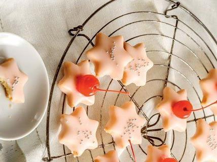 Punschsterne bringen etwas Farbe in die Weihnachtsbäckerei.
