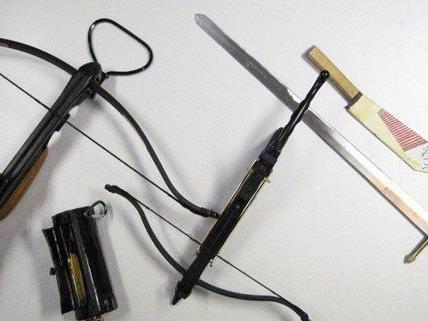 Mehrere illegale Waffen wurden in der Wohnung in Favoriten gefunden.