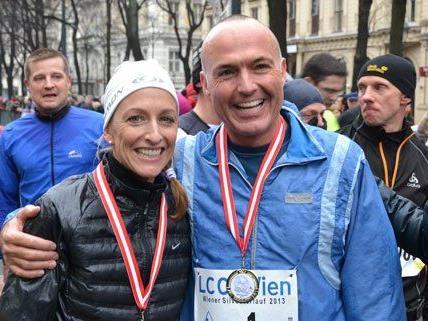 US-Botschafterin Alexa Wesner und Verteidigungsminister Gerald Klug nach dem Silvesterlauf.