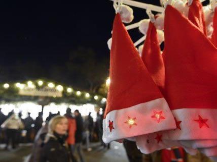 Nicht nur die Weihnachtsmärkte, sondern auch die Einkaufsstraßen sind gut besucht.