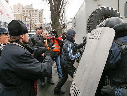 Opposition fürchtet Härte gegen Demonstranten