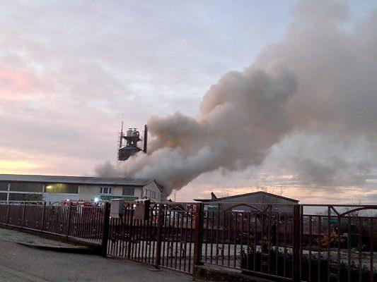Rauchsäule kilometerweit zu sehen