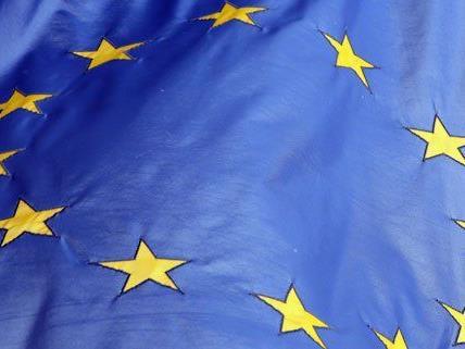 Die EU wird bezüglich des Demokratiedefizits kritisiert.