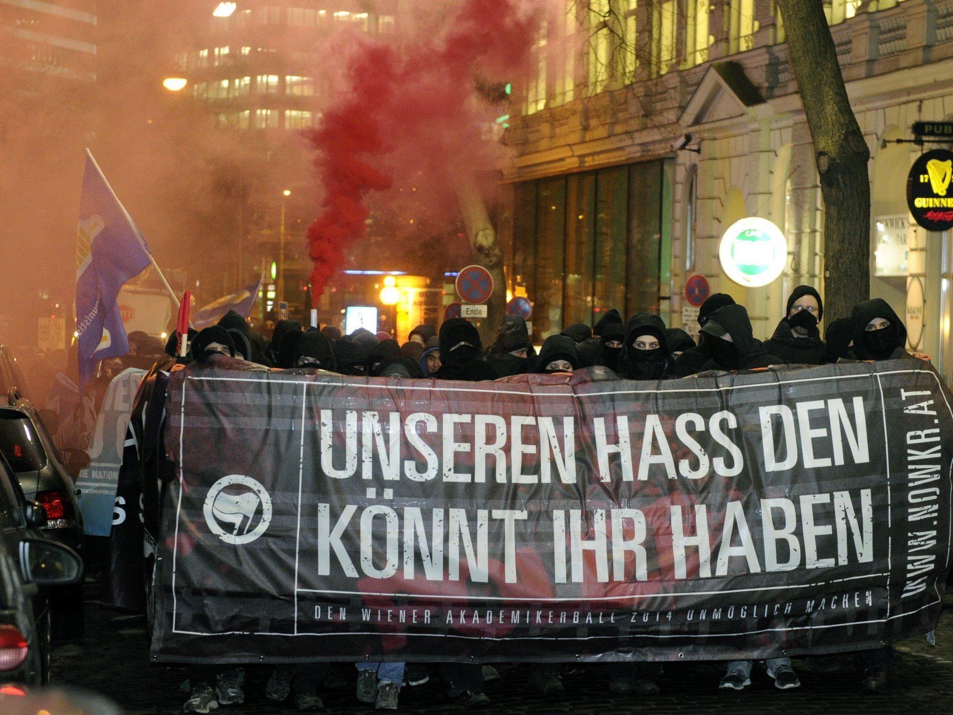 FPÖ und ÖVP kritisieren die Grünen wegen dem Spruch: Unseren Hass, den könnt ihr haben.