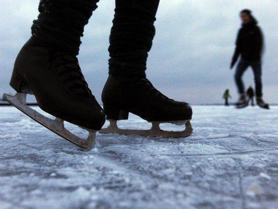 Eislaufen auf Naturgewässern kann gefährlich sein