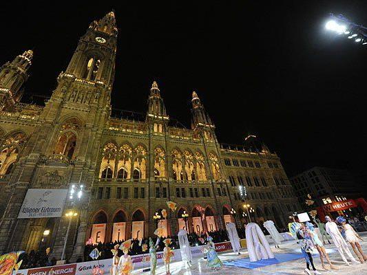 Stimmungsvolle Eröffnung vom Wiener Eistraum am Rathausplatz
