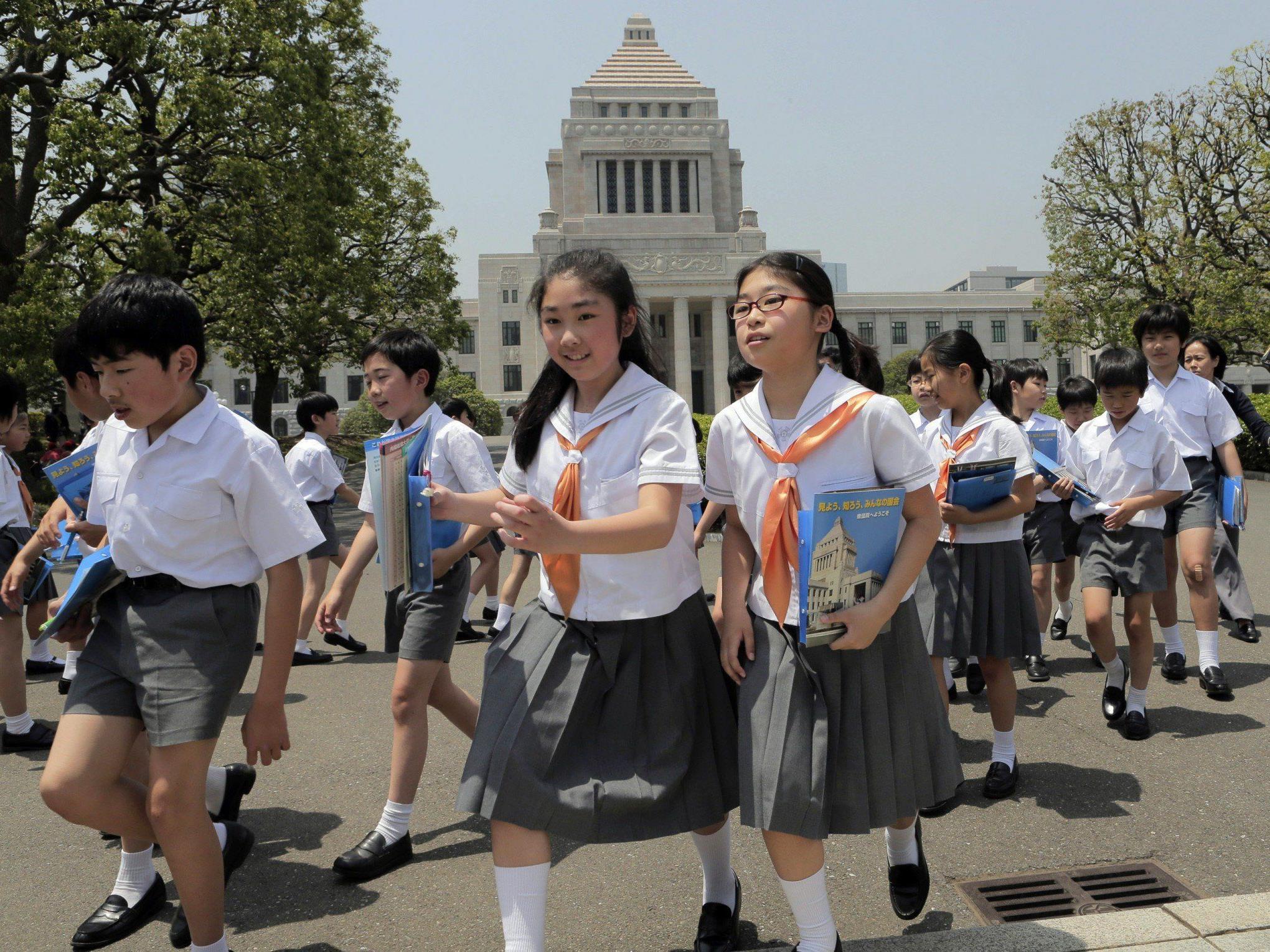 In Japan erlitten mehr als 900 Schüler eine Lebensmittelvergiftung.