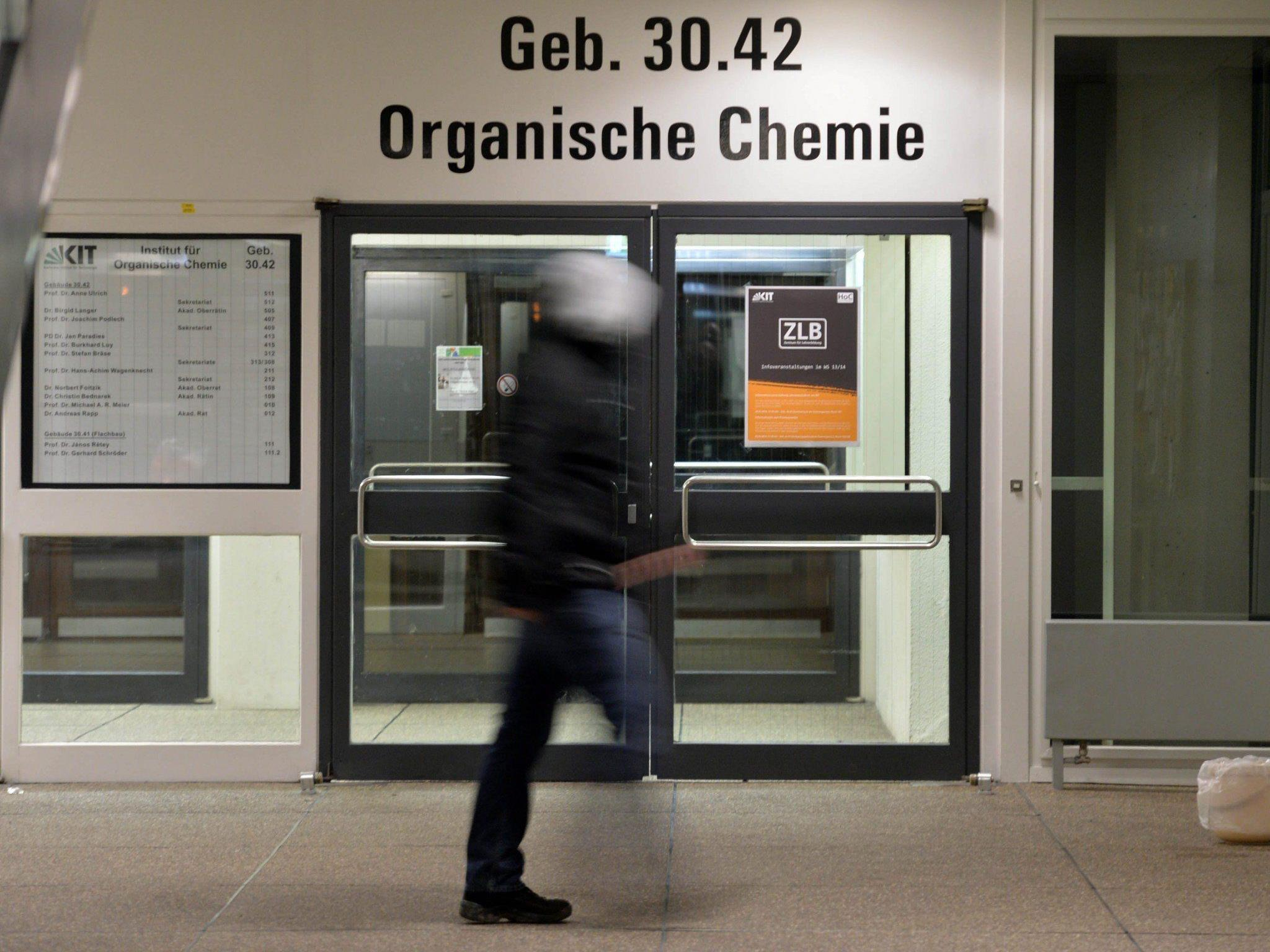 Im Karlsruher Institut für Technologie (KIT) wurden 17 Menschen bei einer Explosion verletzt.