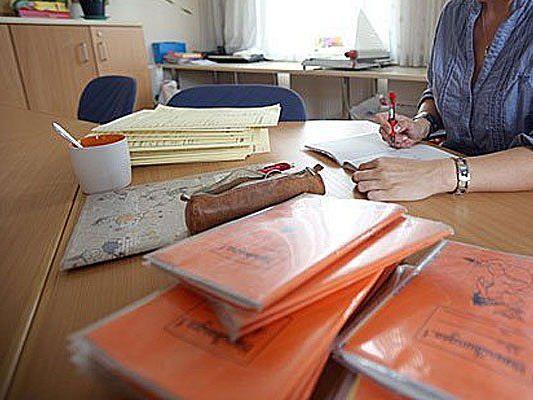 Einer Wiener Sprachlehrerin wird Amtsmissbrauch vorgeworfen
