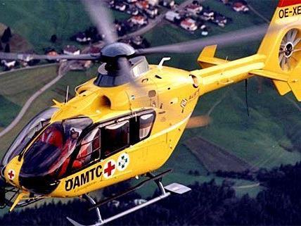 Mit dem Notarzt-Hubschrauber musste der Bub ins Spital gebracht werden