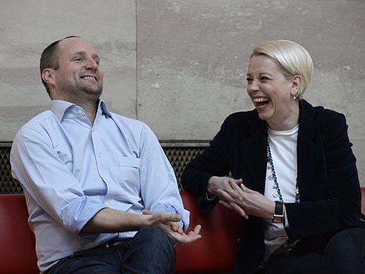 Neos-Vorsitzender Matthias Strolz und LIF-Chefin Angelika Mlinar während des Interviews mit der APA