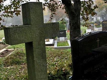 Am Zentralfriedhof musste die Leiche eines mutmaßlichen Mordopfers exhumiert werden