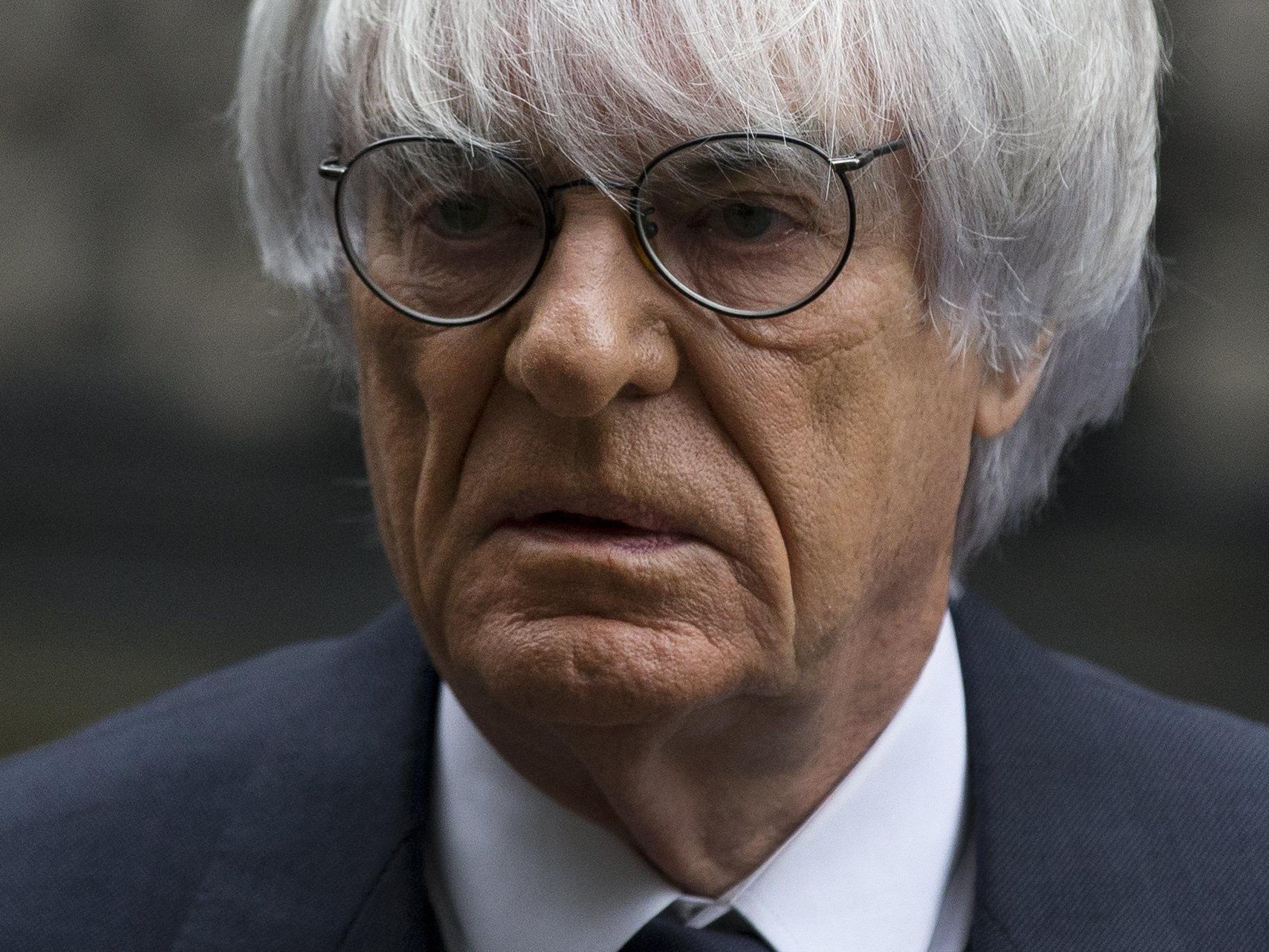 F1-Boss Bernie Ecclestone muss vor Gericht und scheint in Erklärungsnöten.
