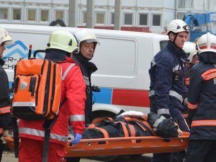 Sechs Feuerwehrleute sind am Freitag in Wien verletzt worden.
