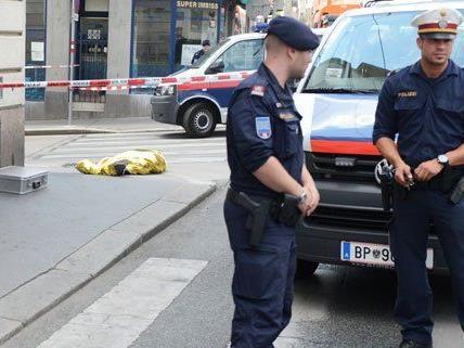 Bei einem Überfall auf einen Juwelier in Wien wurde einer der mutmaßlichen Täter erschossen.