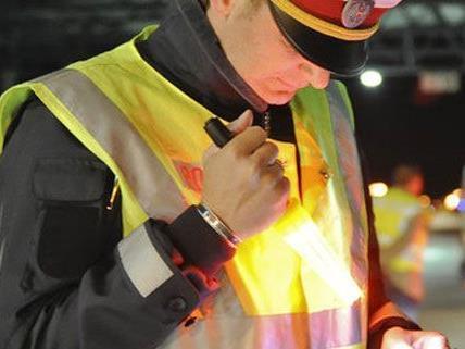 Lkw-Kontrollen auf A21 in NÖ: Schwere Mängel festgestellt