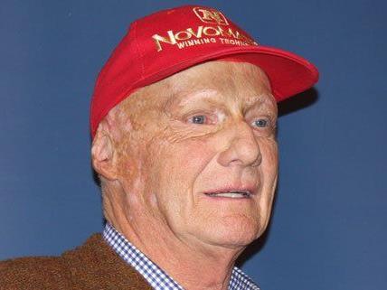 Niki Lauda präsentierte in Wien seine neue Kopfbedeckung.