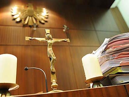 """Wiederbetätigungsprozess gegen """"Objekt 21""""-Zeugen in Korneuburg"""