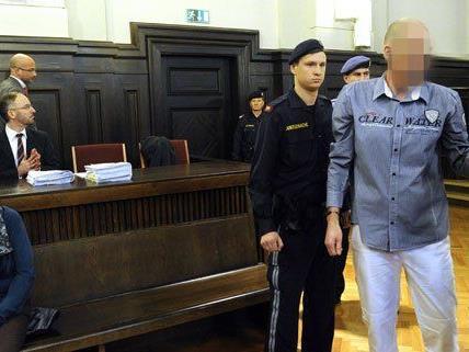 Haftstrafe für den hauptangeklagten (rechts), freispruch für seine Mutter (links).