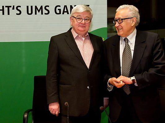 Lakhdar Brahimi mit Joschka Fischer in Berlin