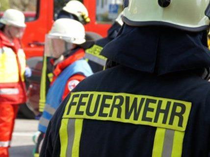 Vor dem Eintreffen der Feuerwehr sind bereits Löschversuche unternommen worden.