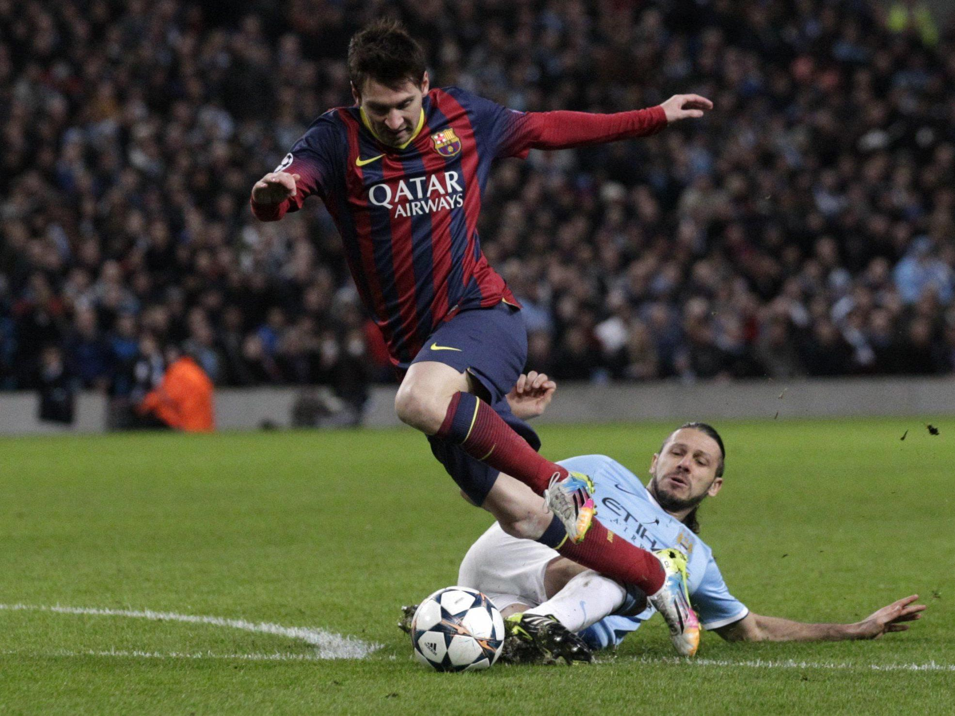 Die spielentscheidende Situation - das Elfmeterfoul an Lionel Messi.