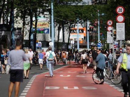 Mariahilfer Straße ist umstritten: Bus-Proteste, Befragungen und Diskussionen