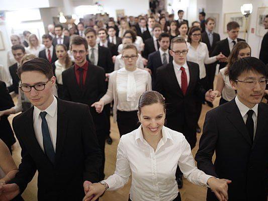 Debütanten proben am Sonntag für die Eröffnungszeremonie zum Wiener Opernball