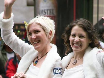 Lesbische und schwule Paare können auch in Österreich seit 2010 eine Verpartnerung eingehen